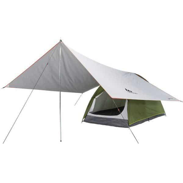 Тент Quechua Tarp Fresh установленный над палаткой